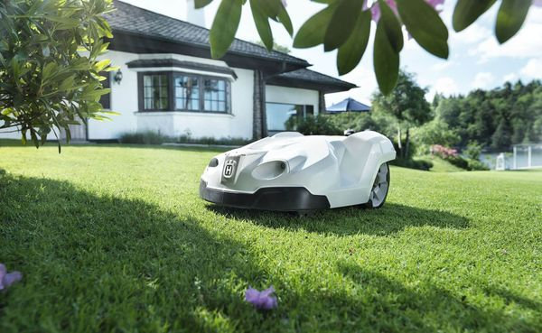 The Best Robotic Lawn Mowers Available in Australia